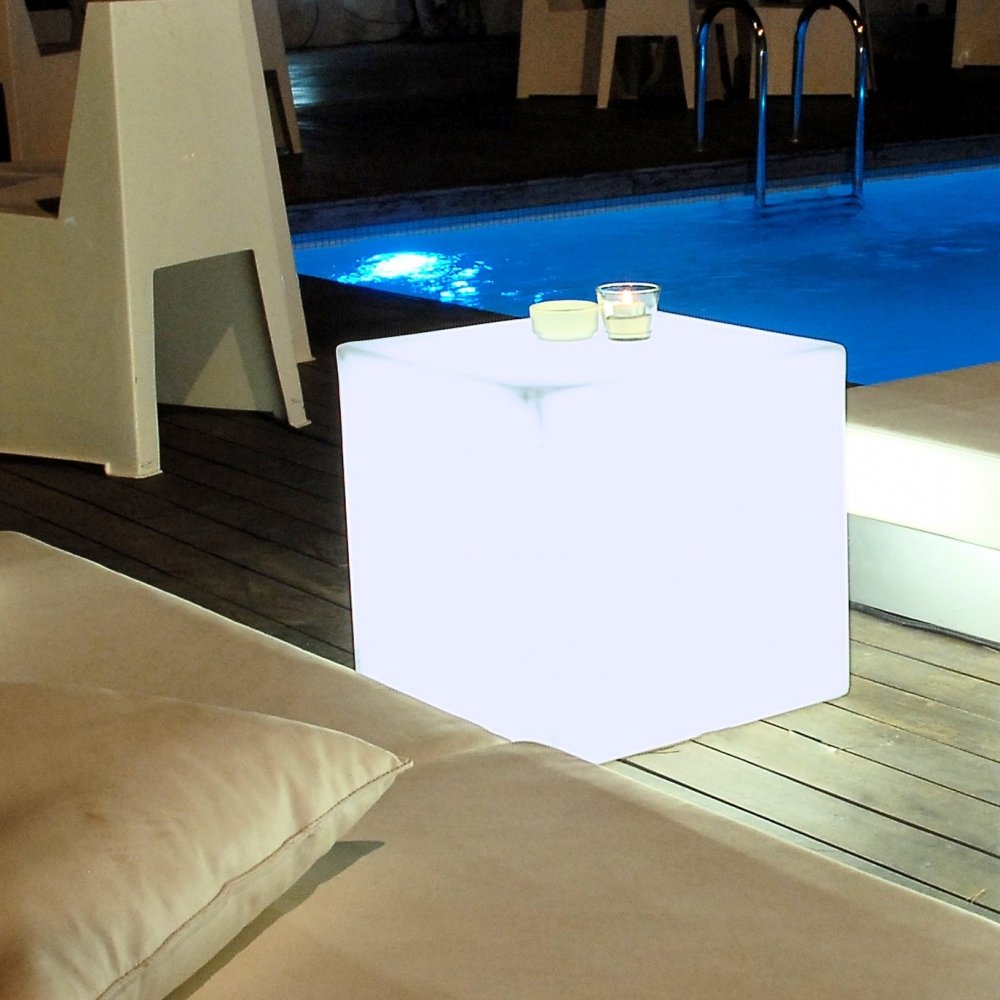 cube lumineux jardin ultra tendance cuby. Black Bedroom Furniture Sets. Home Design Ideas